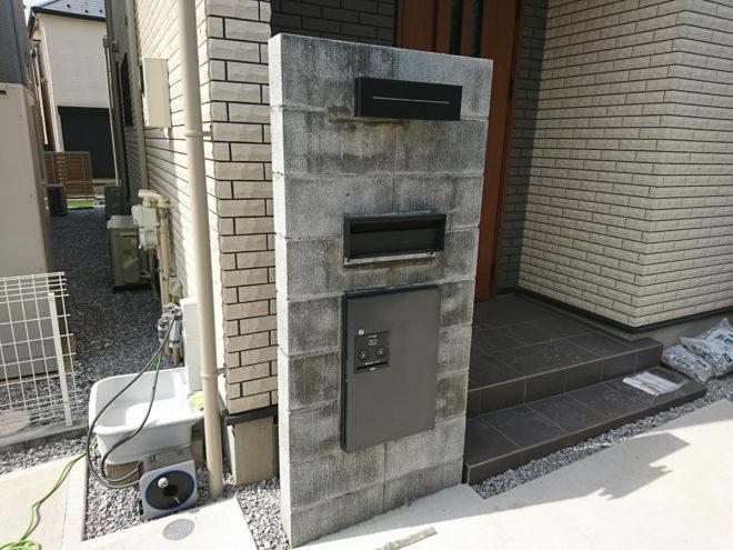 コンクリートブロックの門柱