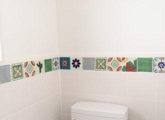メキシコタイル張りのトイレ施工例