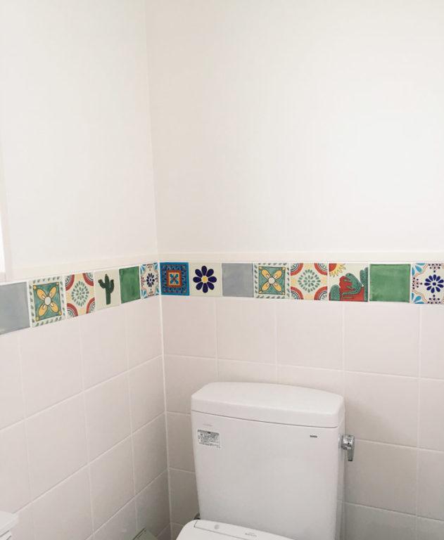 メキシコタイルがアクセントの可愛いトイレ