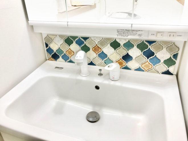 コラベルタイルの洗面所