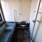 グローエのシャワー水栓がアクセント