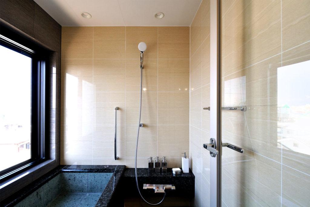 和風な宿の風呂をイメージした浴室リフォーム