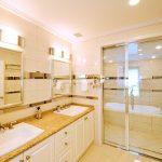 バスルーム施工例:オーシャンサイド・グラスタイル×ハンスグローエ