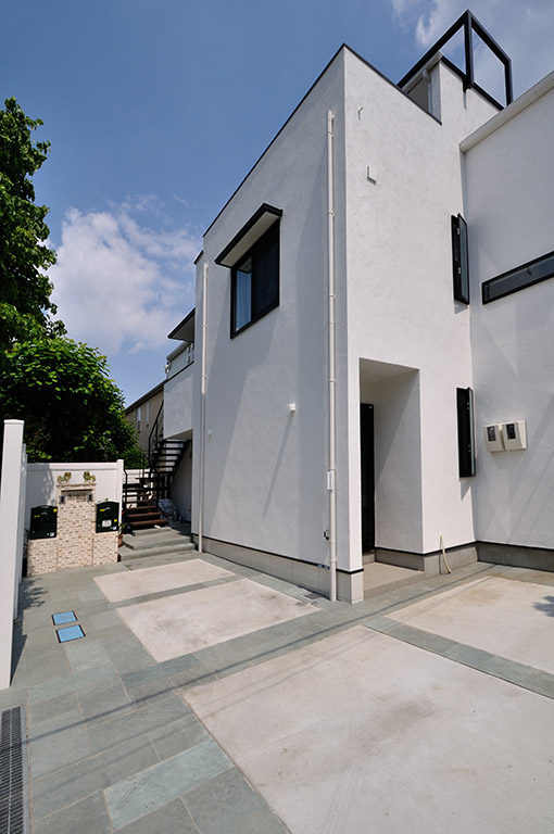 白を基調とした新築住宅