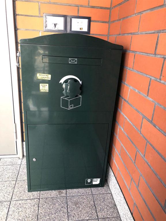 たけちゃん様邸/宅配ボックス Brizebox Ex-Large ダークグリーン:据え置き施工