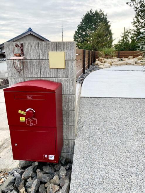 ritsu_suzu様邸/宅配ボックス Brizebox Large ボルドー:ポール施工