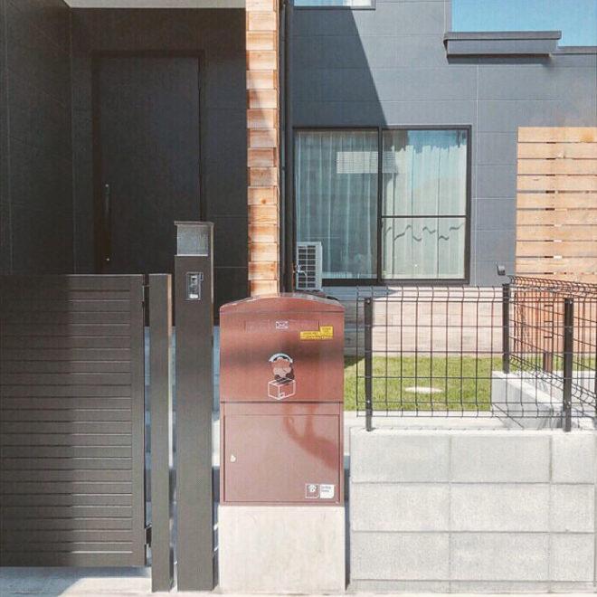 宅配ボックス施工事例|K様邸/Large ショコラ(BL-CH):据え置き施工
