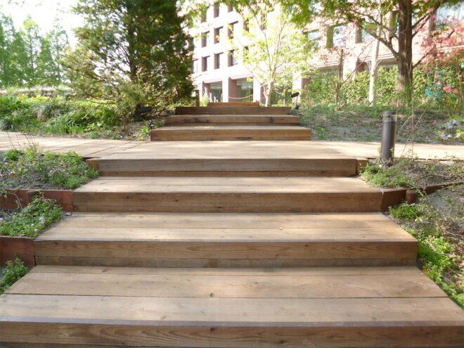 恵比寿ガーデンプレイス・施工例:エステックウッド・ガーデン枕木