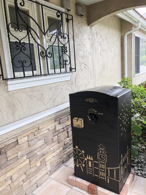 DIYペイントされた宅配ボックス「Brizebox」
