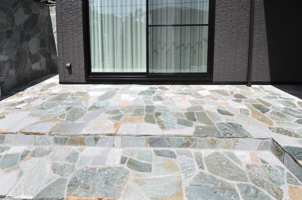 乱形石のデッキテラス